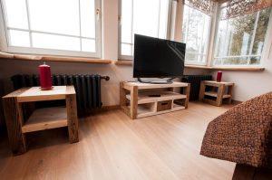 Taaskasutatud puidust TV-laud