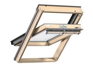 VELUX Premium katuseaken. Puitaken, ülalt avatav (käepide üleval). 3-kordse klaaspaketiga GGL 3066