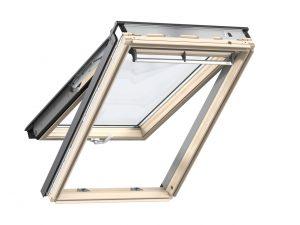 VELUX Premium katuseaken. Puitaken, alt ja ülalt avatav (käepide nii all kui üleval). Panoraamvaade. 2-kordse klaaspaketiga.