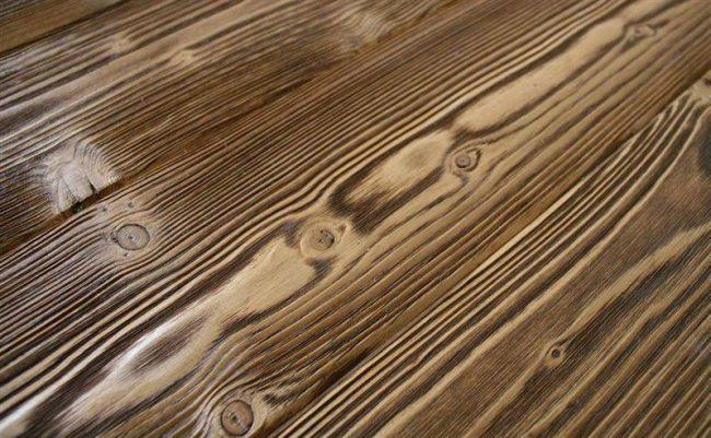 Vanutatud puit (harjatud puit)