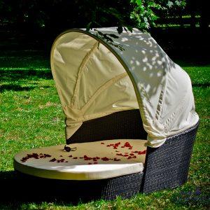 Aiadiivan Tacito päikesevarjuga.